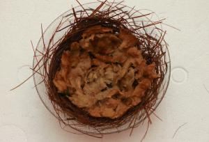 Następnie warstwa wełny mineralnej wyjętej z koszyczków z roślinami akwariowymi.